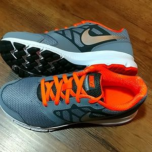 Nike Shoes - NWT Nike Downshifter 6 (GS/PS) Boys Sz 4.5